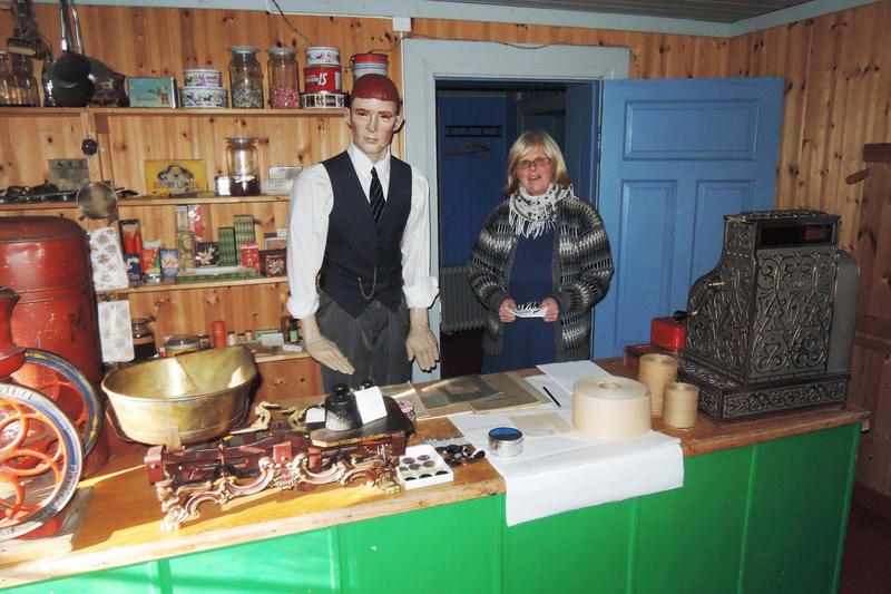 Landbrukets dag. Dagens ansatte i landhandleriet på Tynset bygdemuseum. Foto: Per Arne Tollefshagen.