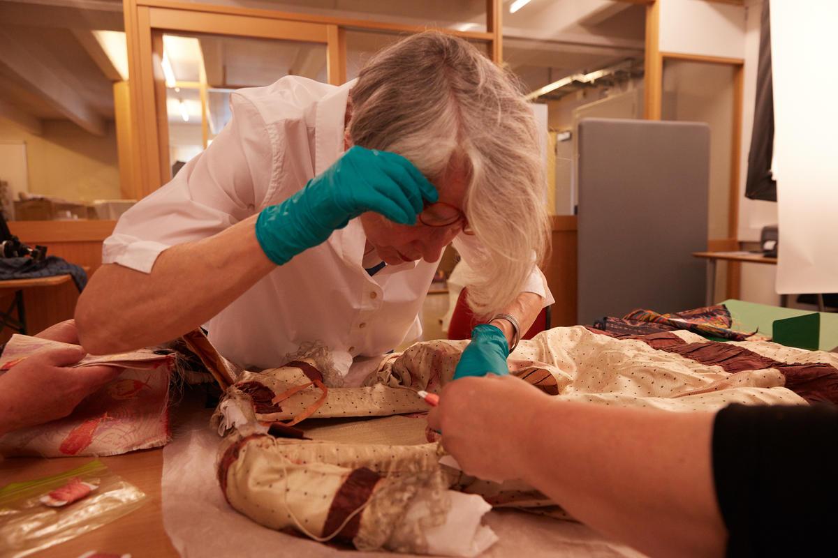 Analyse for rekonstruksjon av rokokko pikekjole på Norsk Folkemuseum