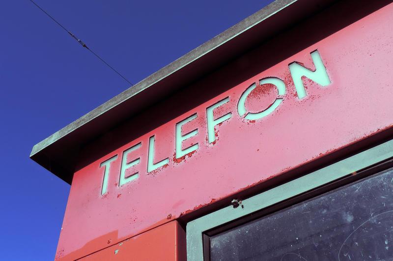 Røde telefonkiosker. RIKS detalj