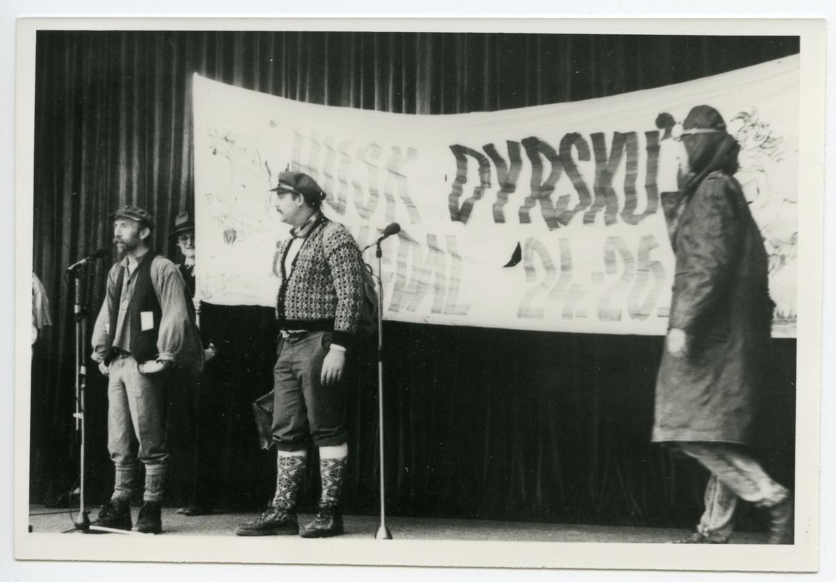 Gruppe reklamerer for Dyrsku'n i Lyngdal.