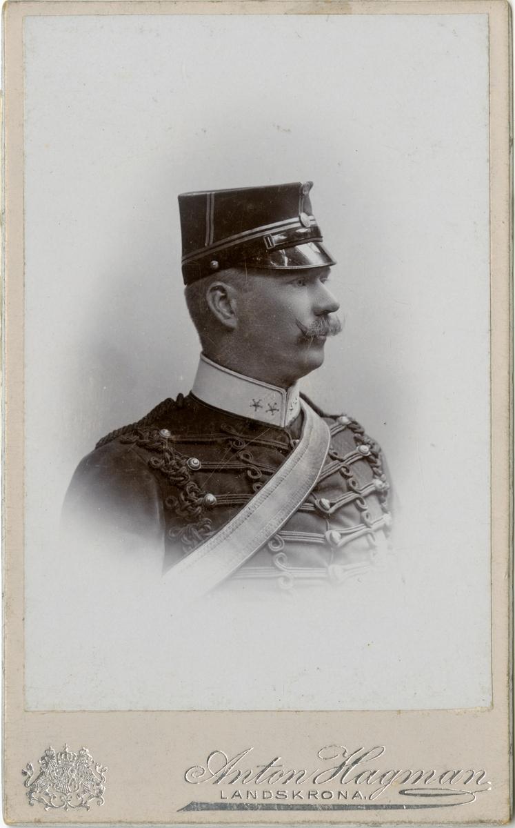Porträtt av Nils Patrik Vilhelm Vult von Steyern, kapten vid Wendes artilleriregemente A 3.