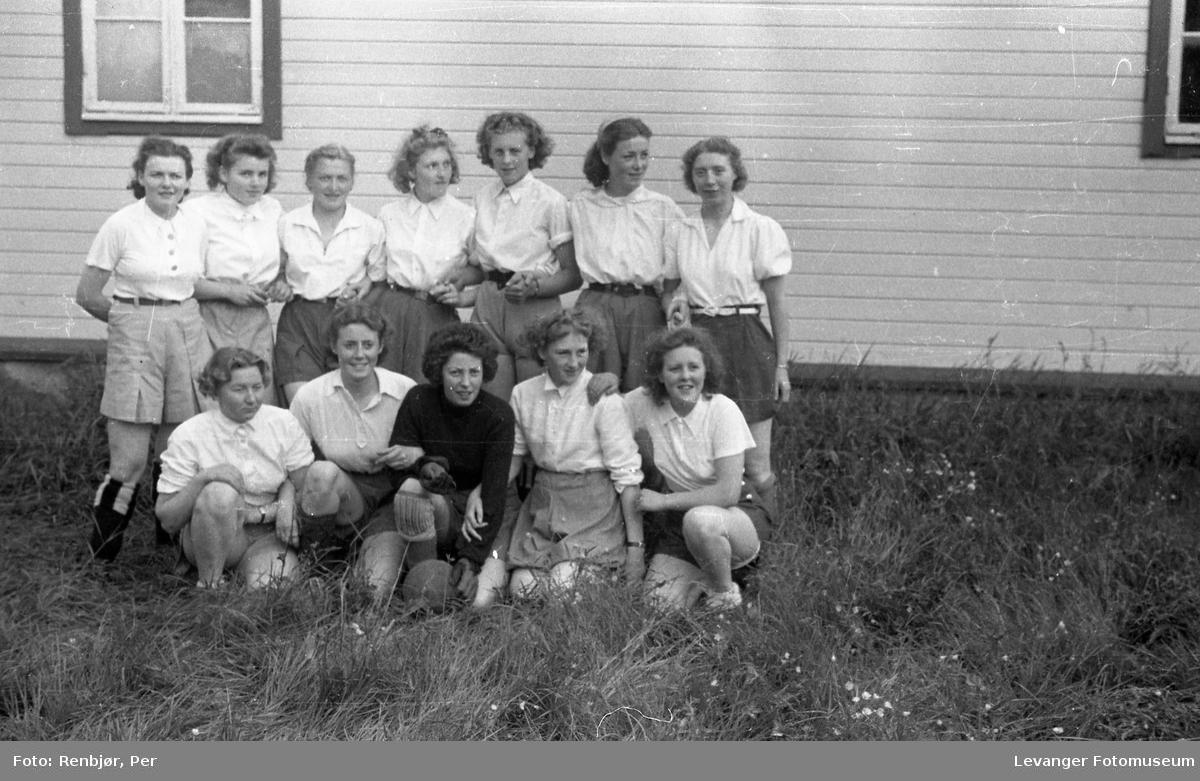 Levanger, Sanitetens' Opptog, fotball kvinner gruppebilde.