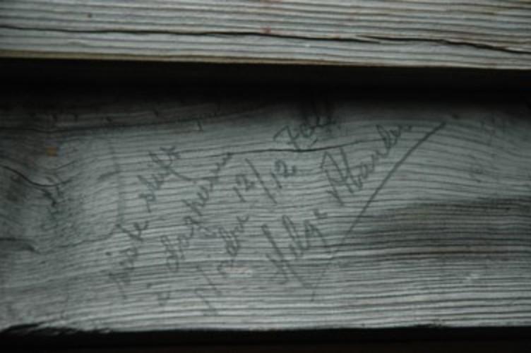 Heiskjører Helge Alander kjørte den 12. desember 1970 heislina inn på bommen på dagheisen på Nordre, og dermed var forbindelsen med gruva brutt. Han skrev da inn datoen for siste skiftet på Nordre i vinduskarmen på heishuset. Huset vart seinere flytta til Verketsområdet og står gjenreist der som en viktig del av det museale bygningsmiljøet.