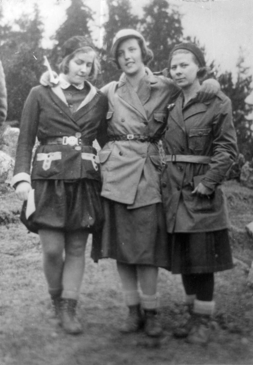Orienterande köpingsflickor,1930-tal Britta Broström, Maj Olsson & Saga Berntssen.