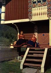 Postkort. Kvinner i Telemarksbunad fra Heddal. Utstilling NF
