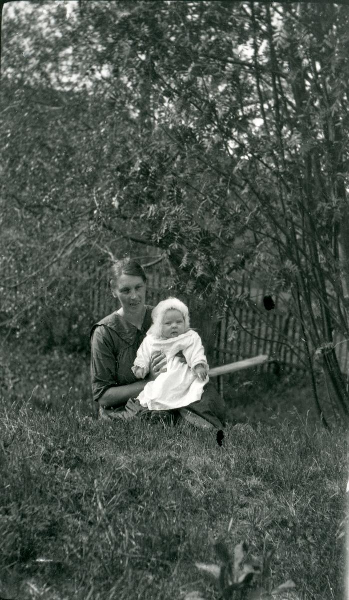 Olga Veglingsrud med dotter Ingebjørg.