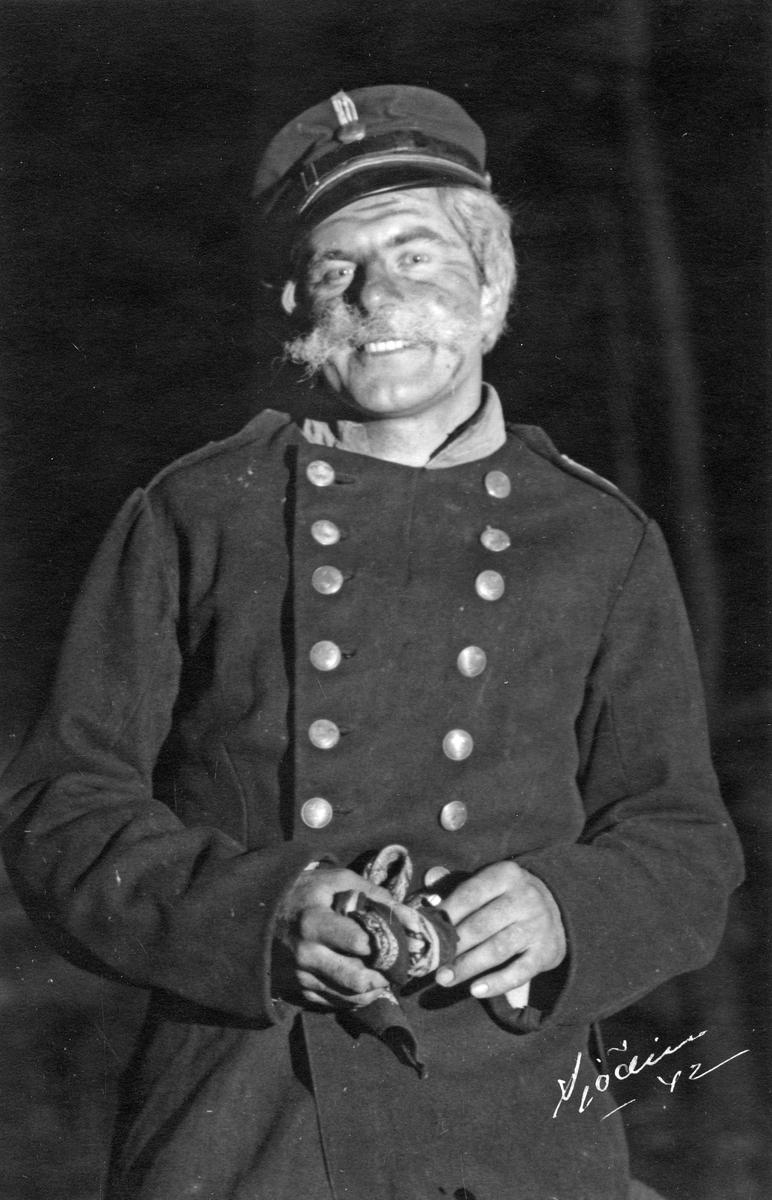 Rudolf Johansson i uniform (revy) 1942.