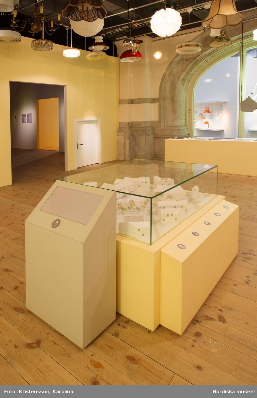 Nordiskt ljus, utställningsdokumentation, kulturhistoriska delen travé 5, ytterligare bilder av lokalerna finns i posterna NMA.0079763, NMA.0079784 och NMA.0079762 (fotograferades innan öppning 29 okt 2016)