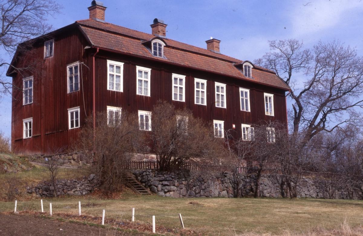 Renshammar blev byggnadsminne 1989. Skyddsföreskrifterna gäller för huvudbyggnad, flyglar och källarbyggnad. Sedan 1987 ägs Renshammars gård av Bollnäs hembygdsförening.