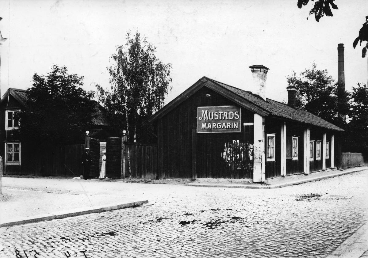 Fru Josefssons gård vid hörnet av Glasg.-Esplanaden. (revs 1930)