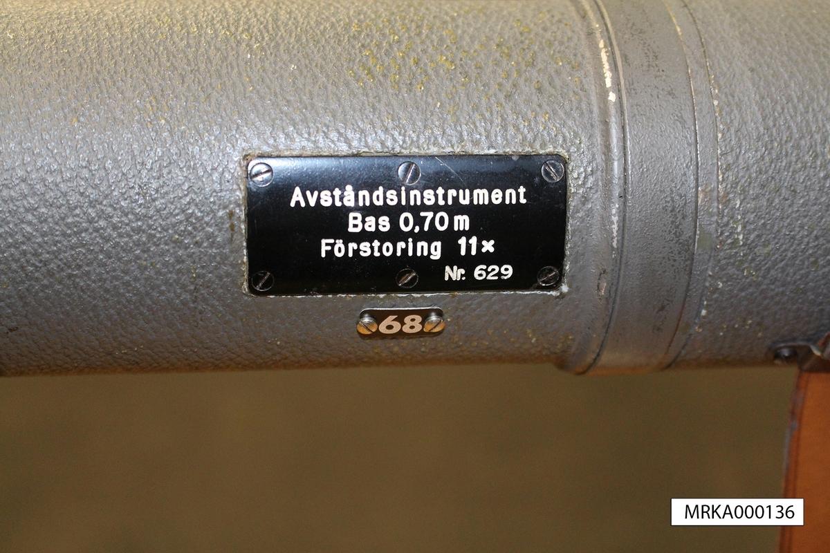 Ursprungsbenämning: Carl Zeiss Jena 150150  Data: Bas: 70 cm Räckvidd: 5 000 m Förstoring: 11 gånger