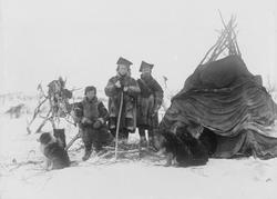 Samer ved lavvoen sin ovenfor Langfjorden, Sandnes, vinteren