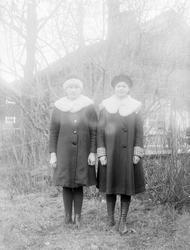 Greta Hällman och Hildur Sjöberg från Fröslunda, Altuna sock