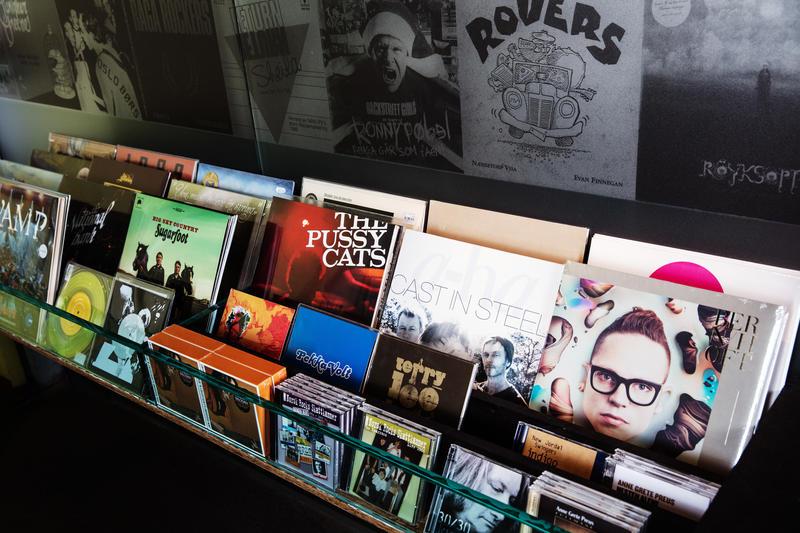 LPer og CDer i butikkhylle