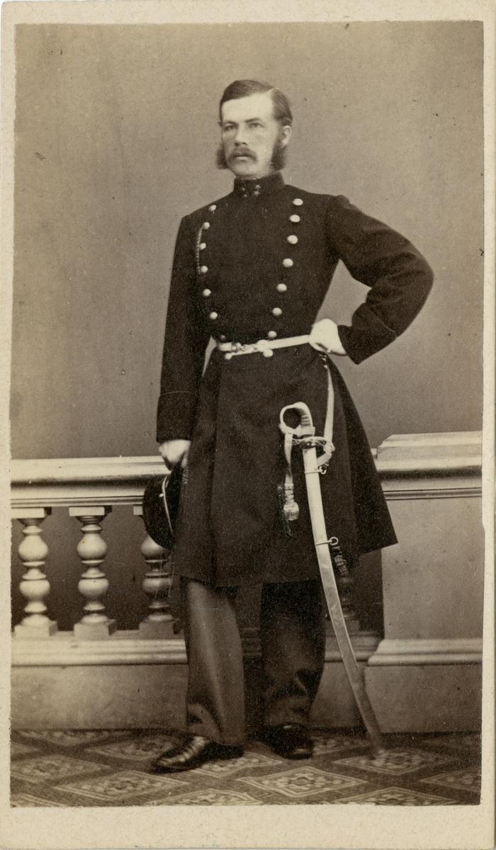 Porträtt av Ivar Daniel Wilhelm Indebetou, löjtnant vid Södermanlands regemente I 10.  Se även bild AMA.0002184 och AMA.0009779.