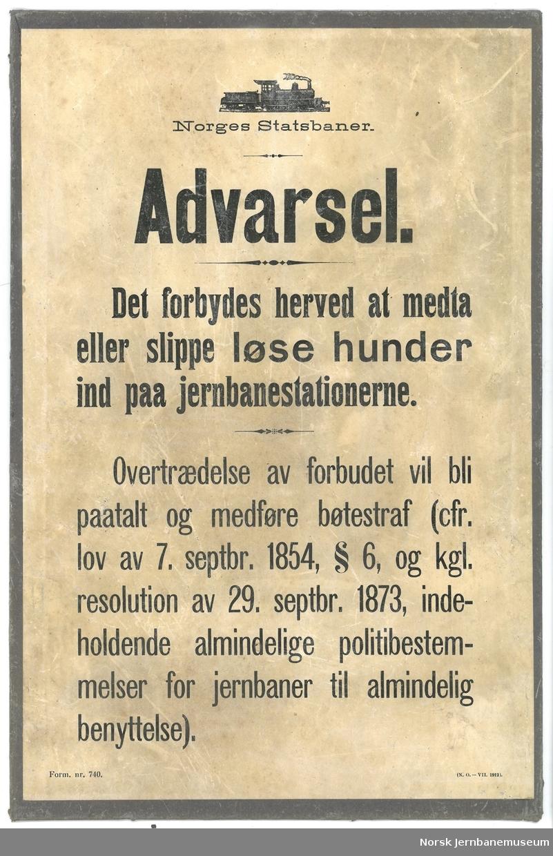 Oppslag: Norges Statsbaner. Advarsel. Det forbydes herved at medta eller slippe løse hunder ind paa jernbanestationerne.