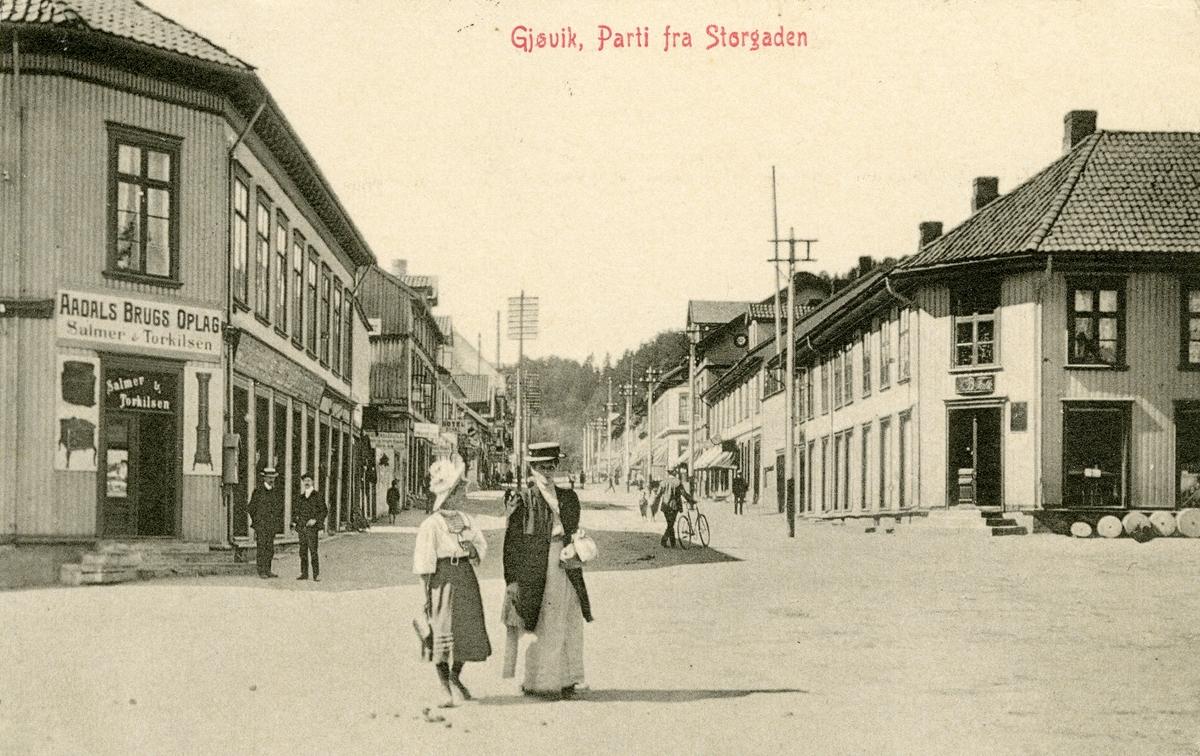 Postkort med motiv fra Storgata på Gjøvik.
