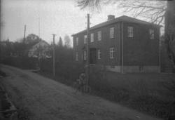 "Enligt Bengt Lundins noteringar: ""Ljungskile. Två gamla skol"