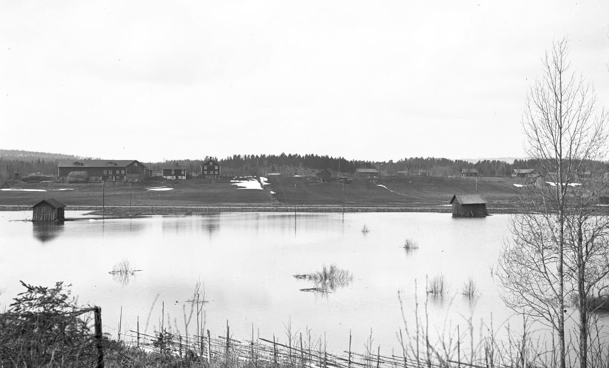 Översvämning i Hästboån. Åkrarna från Kilsberget. Den 25 september 1927