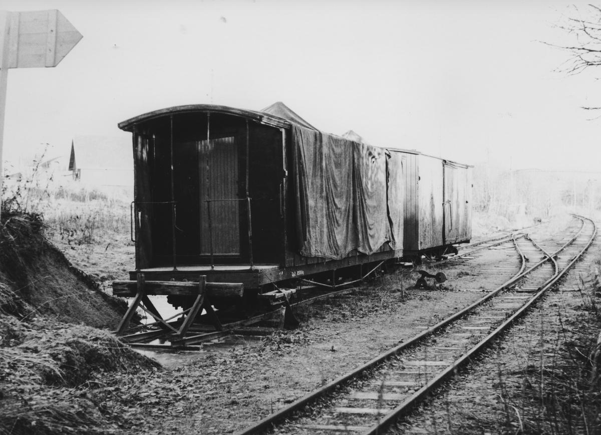 Hensatte vogner på tilhørende museumsbanen Urskog-Hølandsbanenpå Fyen sidespor.