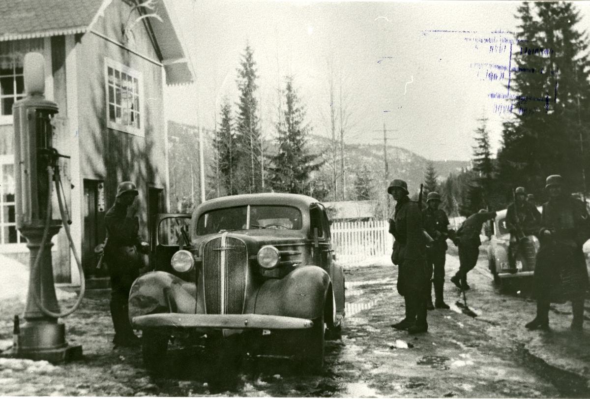 Tyske soldatar er komne til Lundby, Bagn, april 1940.