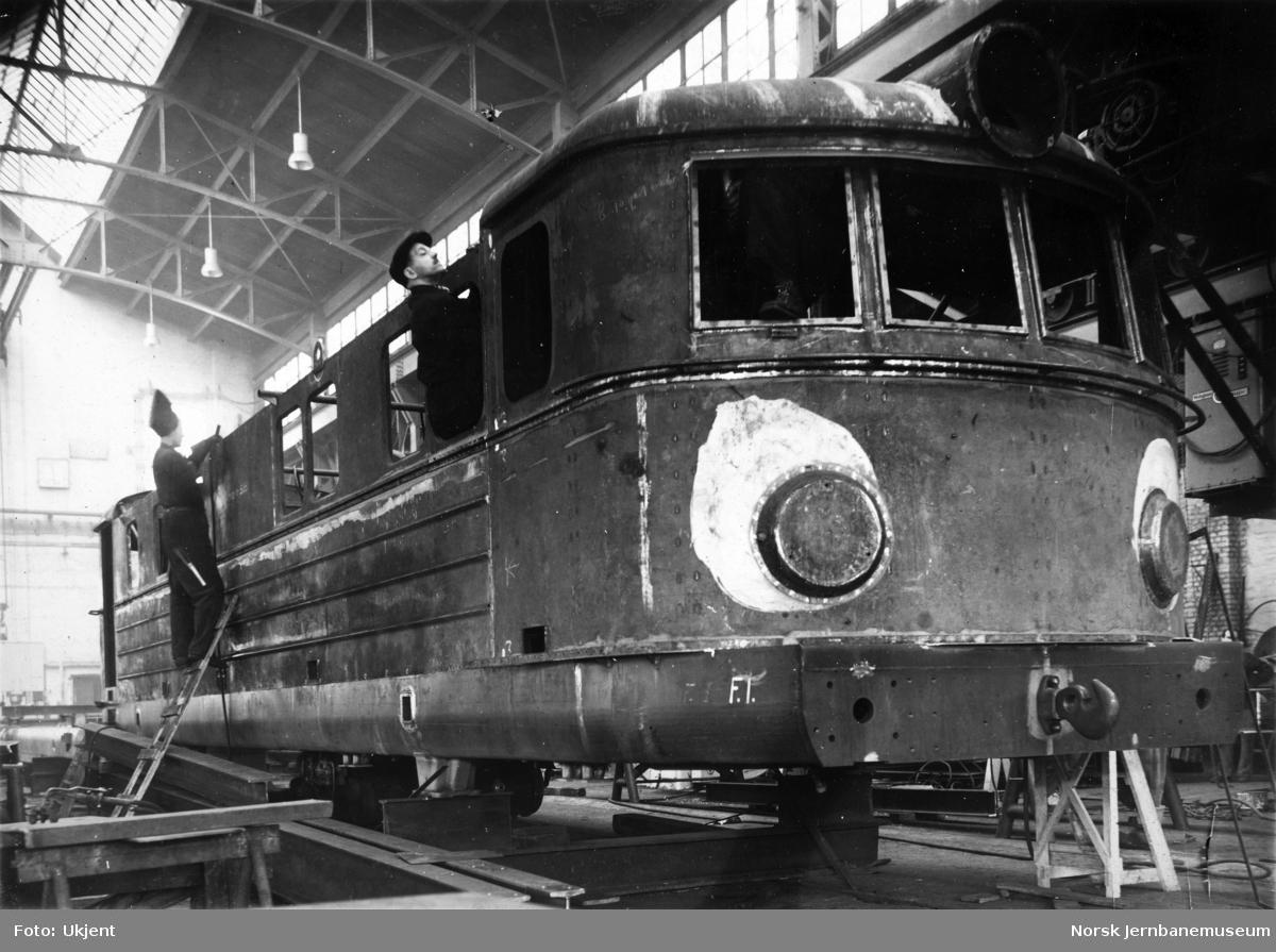 Elektrisk lokomotiv El 11 under bygging hos Thunes mek. Værksted, lokomotivkasse