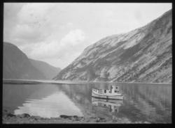 «N.571b) Hellesfjord, Lofoten. R.8.» står det på glassplaten
