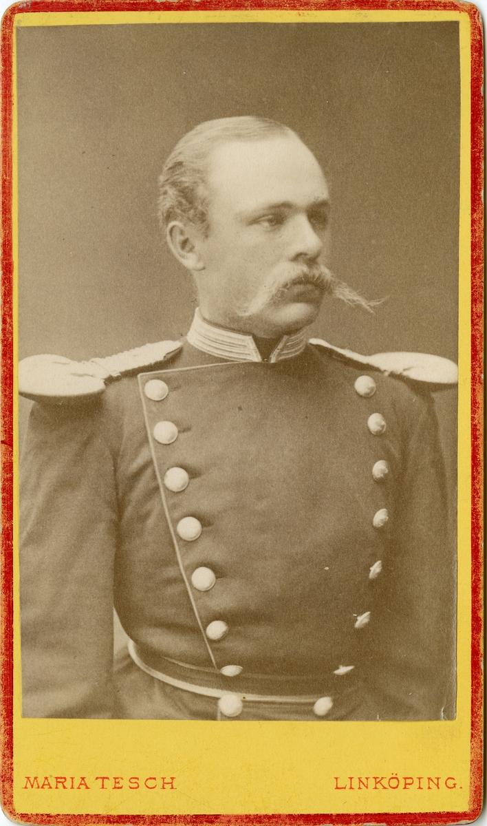 Porträtt av Karl Fredrik von Malmborg, officer vid Andra livgrenadjärregementet I 5.  Se även bild AMA.0005557 och AMA.0008068.