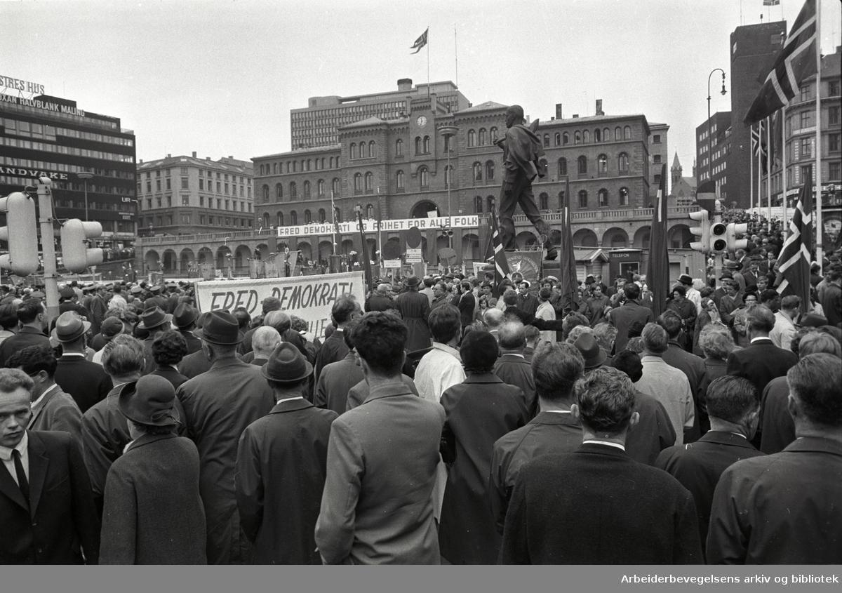 1. mai 1968, Youngstorget. Parole: Fred, demokrati og frihet for alle folk.