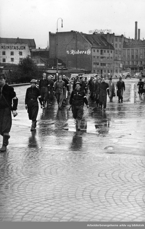 Milorg på vei innover Grønland fra forlegningen på Loenga, mai 1945.