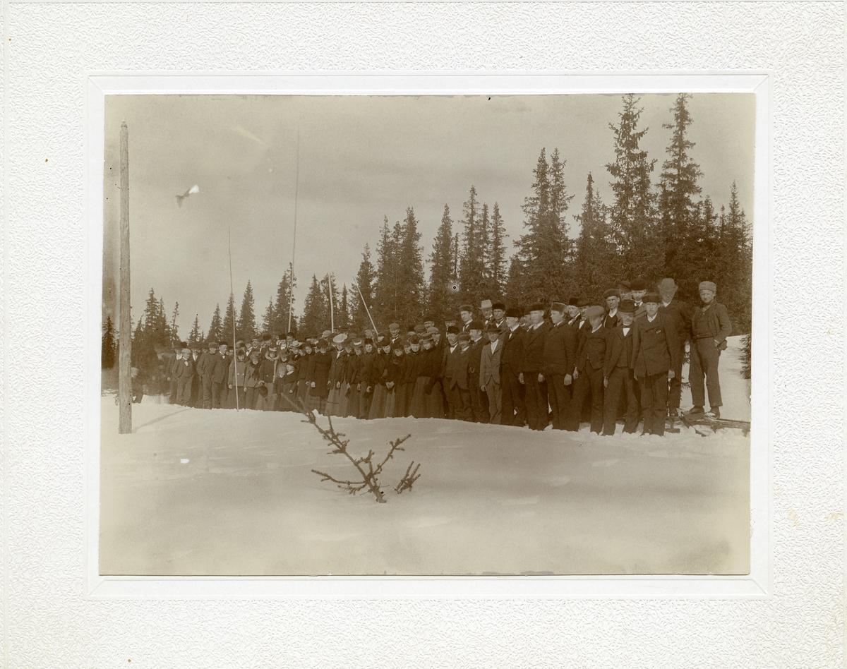 Begnadalen og Hedalen ungdomslag på kjelketur, 1902.