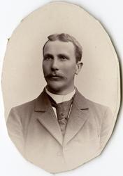 Porträtt av R. Berg vid Stockholms Tyg-, ammunitions- och ge