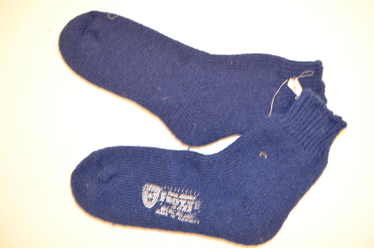 """Sokker (a+b), mørkeblå frotte. 80 % ull, 20% nylon. Maskinstrikket. """"Eskimo"""""""