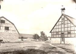 Ladugården på Värnanäs Till vänster loge i korsvirke. Till h