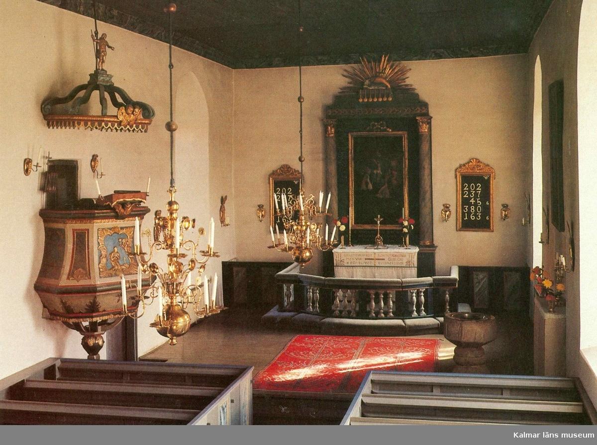 Vykort med interiör från Vickleby kyrka med redikstolen skulpterad 1763 av Jonas Berggren, och utvidgad 1778 av Clas Wahlberg och Johan Lundgren.