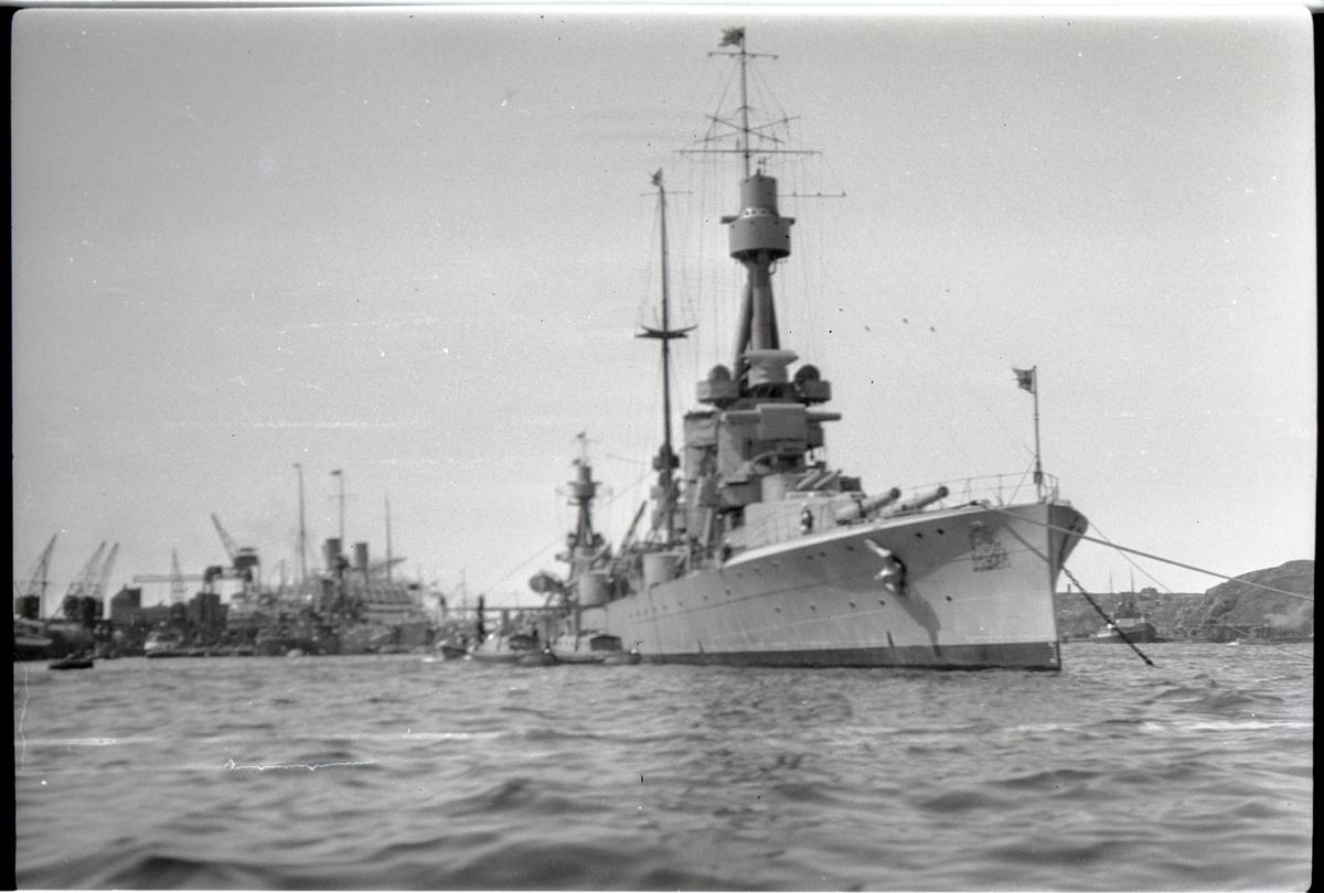 Pansarskeppet SVERIGE i Göteborgs hamn sommaren 1929