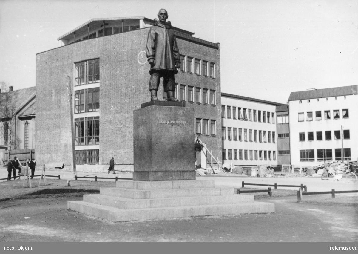 Statue av Roald Amundsen i Tromsø