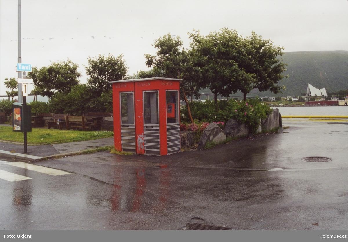 Telefonkiosker på kaia Prosnesset