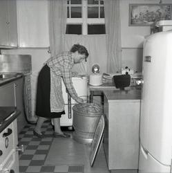Diskmaskinen heter THOR. Kylskåpet heter FALLCO.