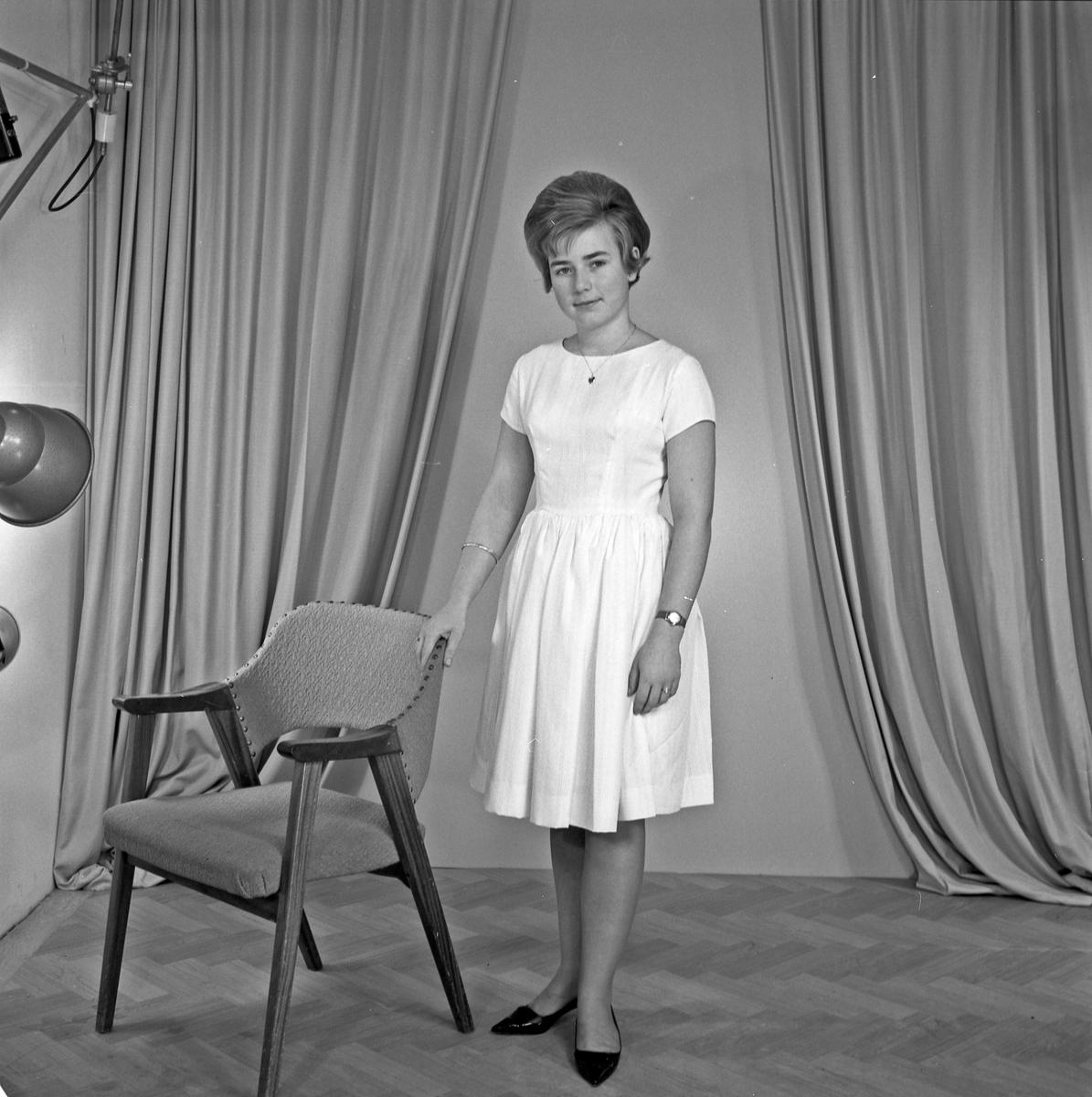Portrett ung kvinne - bestiller Bjørg Marit Velde