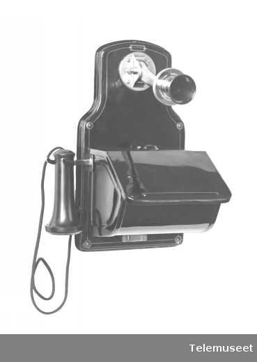 Telefon, veggapparat i stål, med fast, svingbar mikrofon, klokke 2000 ohm. Elektrisk Bureau.