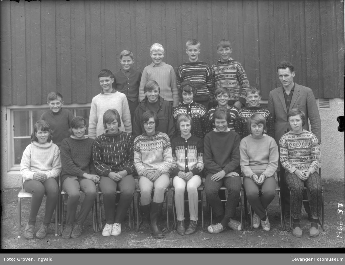 Skolebilde fra folkeskole, fra Overhalla.