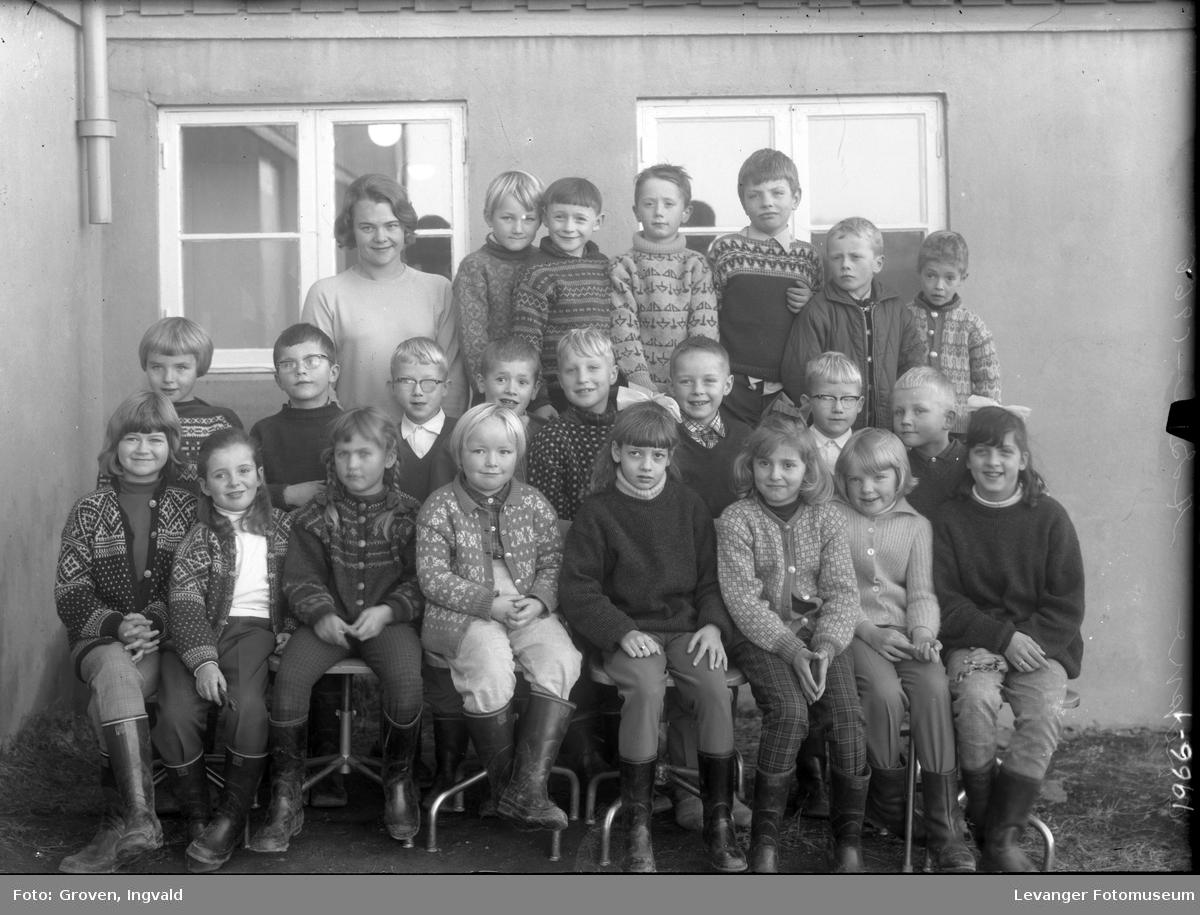Skolebilde fra folkeskole, Reithaug skole, Åsen.