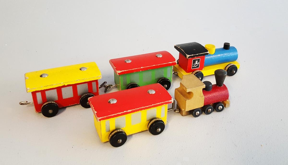 2 lokomotiv og 3 vogner
