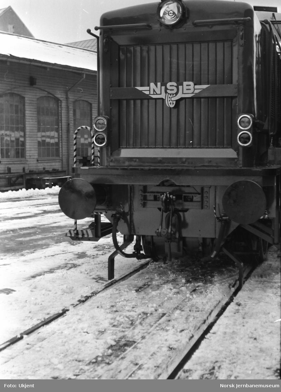 Nytt diesellokomotiv Di 2, forberedt for sentralkobbel