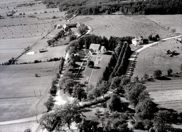 Bildtext: Skalunda socken. Kyrkbyn 1947-1948.
