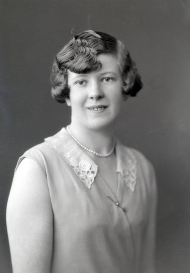 Bildtext: Greta Johansson, Lerdala. Maj 1930.