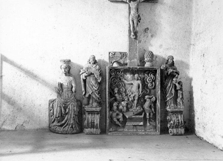 Eks socken.Träskulpturer på kyrkvinden.Arkitekt Adolf Niklasson.
