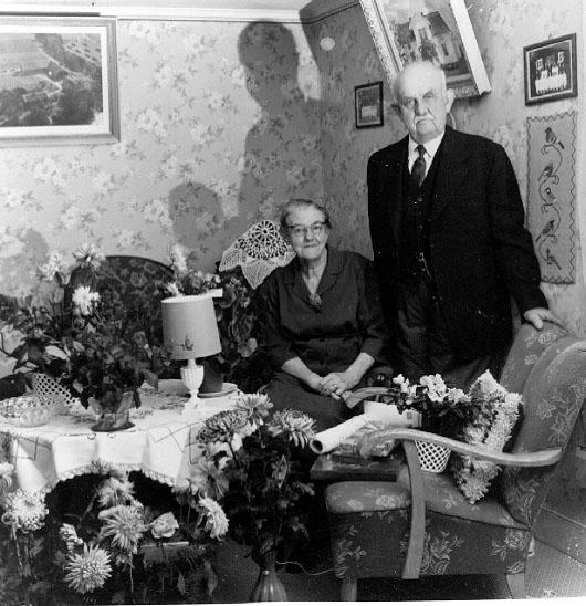 Thure Elgåsen. f. 26/6 1910. d. 6/9 1985. Tivedenkännare, konsthantverkare, scoutledare och hembygdsföreningsman.Övrig information se personarkiv i Västergötlands museum, Skara.