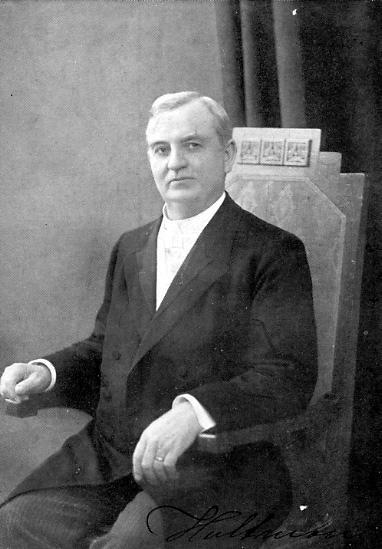"""Johannes Alfred Hultman.Född 1861Död 1942.Predikant och sångare. Hultmanutvandrade som barn till USA, där han från 1879 var verksam som predikant. Mellan 1906 och 1939 gjorde han resor till Sverige och fick ett enormt genomslag med sina sångstunder, där sång och förkunnelse varvades på ett lättsamt sätt. Han blev känd som """"solskenssångaren"""" och hans Solskenssånger utgavs i häften 1910-39. Hanskrev bl.a. melodin till August Storms text """"Tack, o Gud, för vad som varit"""". Han gjorde ca 180 grammofoninsjungningar."""